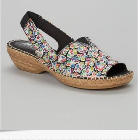 d5fc4a6bc2874c Cliffs White Mountain Black Floral Espadrille